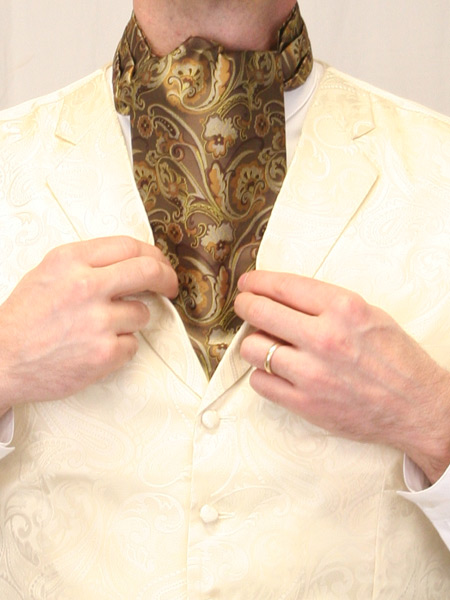 How to Tie a Slipknot-Style Ascot
